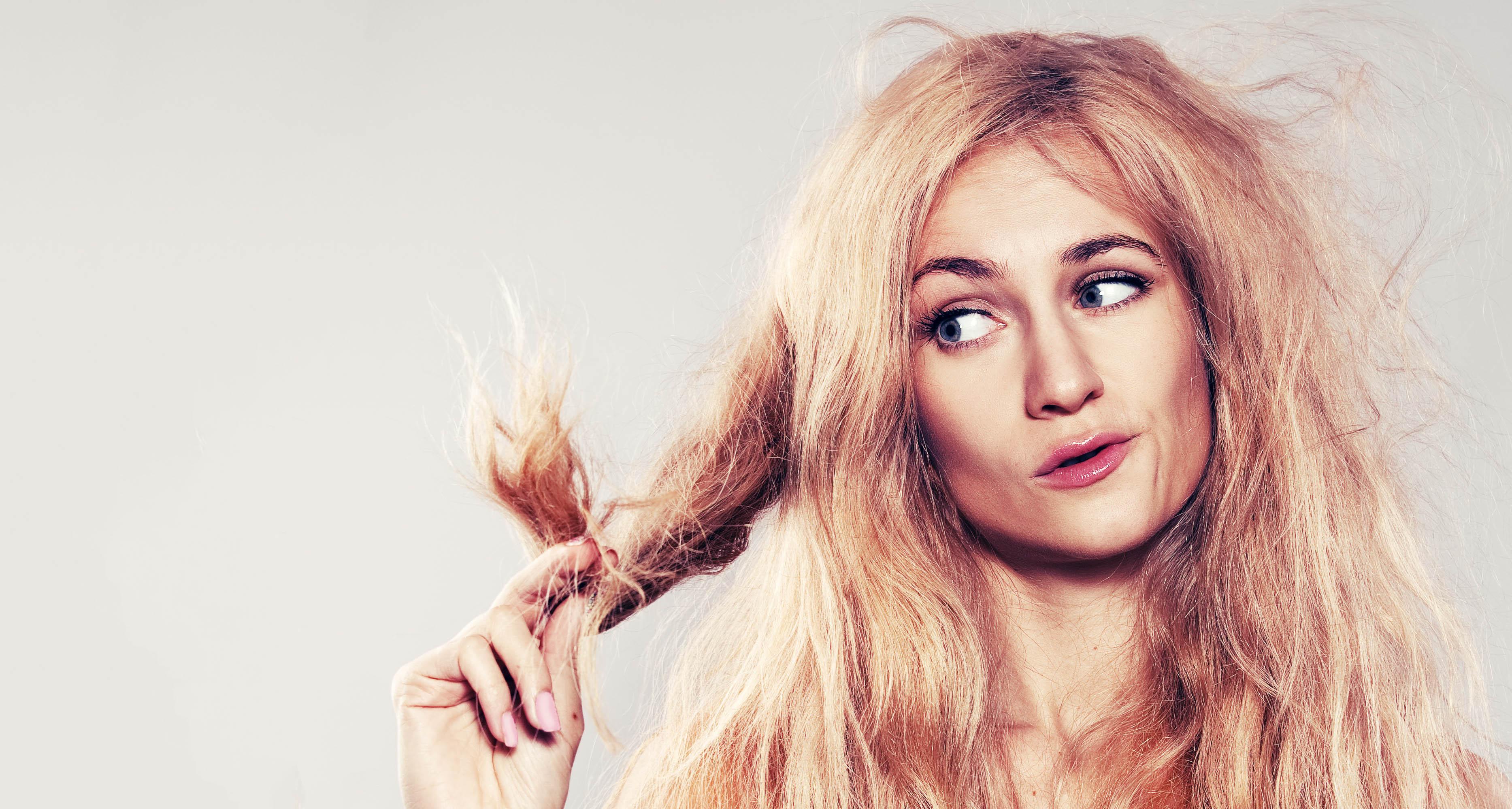 С чем связано ломкость волос